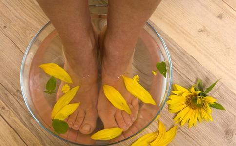 经期可以用热水泡脚吗 会有什么影响